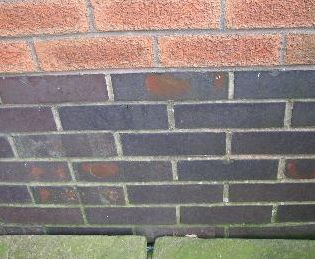 Physical damp proof course made of engineering bricks
