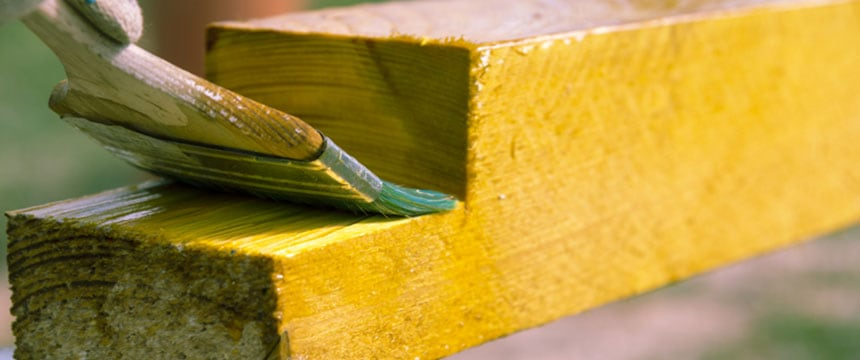 Protection-paint-against-wood-rot