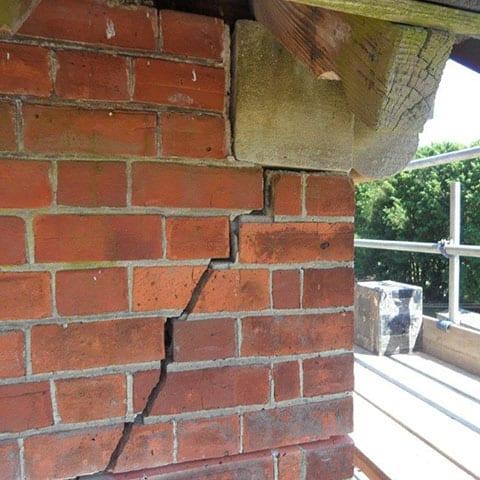 cracks-in-bricks